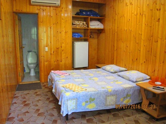 Лоо деревянные гостевые отдельные домики с удобствами в номере недорого снять без посредников