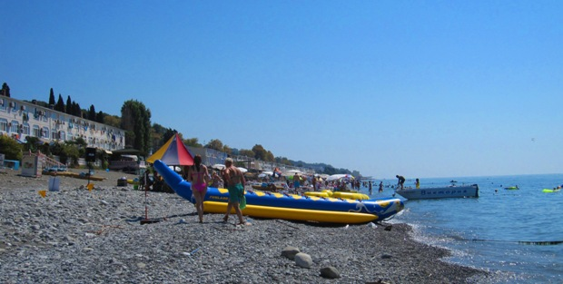 Немаловажным условием для организации в Лоо отдыха 2016, являются цены в частном секторе рядом с морем предлагаемые гостиницами, мини отелями санаториями гостевыми домами. Отдых в Лоо помимо разного рода экскурсий, можно проводить на песчаном пляже загорая, принимая солнечные ванны, посещая аттракционы, просто отдыхая на пляже не чего не делая. Большой выбор развлечений дает возможность отдыхающим рядом с морем пользоваться низкими ценами, отдыхать комфортно, не всматриваясь особо в цены. Именно приемлемая цена на отдых в 2016 году позволяет провести всей семьей свой отпуск в частном секторе Лоо рядом с морем.