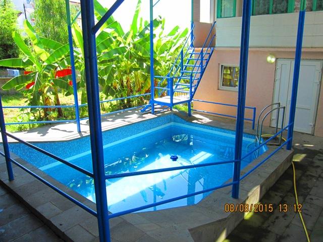 Лоо гостиницы с собственным бассейном