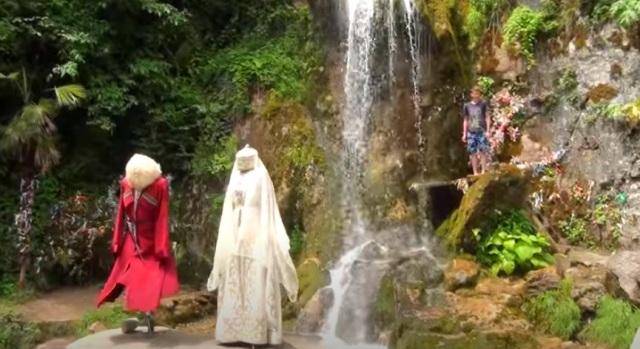 Следующий остановкой джиппинг из Сочи будут Водопад Мужские слезы