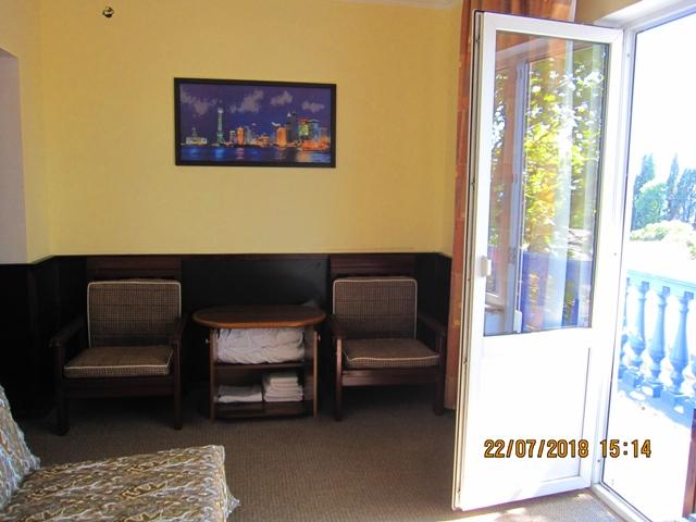 Двух комнатный номер в гостинице Лоо на втором этаже