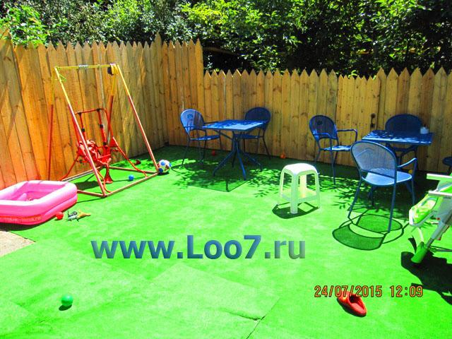 Домики в Лоо с детской площадкой