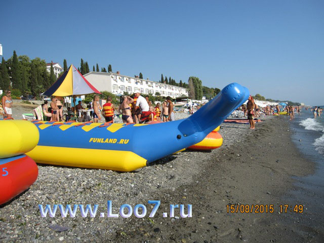Эллинги на пляже в Лоо фото
