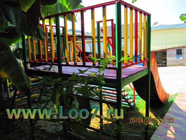Лоо домики с детской площадкой фото цены