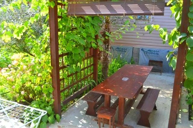 Домики в Лоо на ул. Енисейская с летним садом