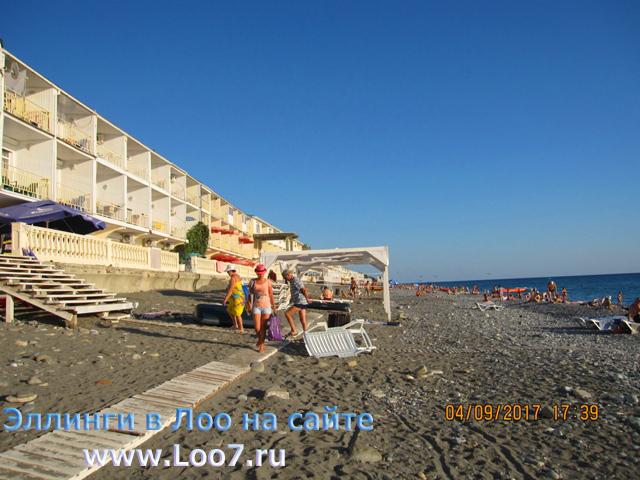 Лоо фото поселка рядом с эллингами на пляже