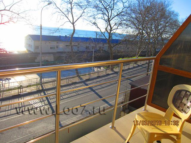 Вид на море с номера в Лоо частные гостиницы фото