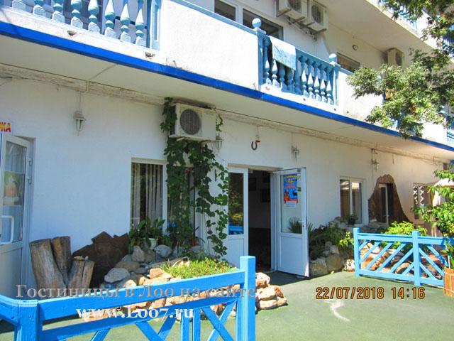 Гостиница в Лоо рядом с морем номера с балконом