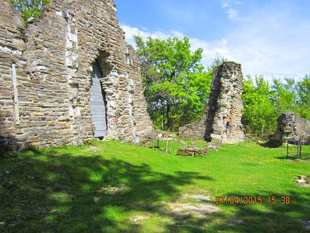 Достопримечательности в Лоо развалины Византийского храма фото